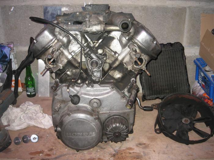 Projet GL 650 SilverWing Brat Racer - Page 3 M_242531790_0