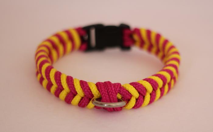Fabriquer un collier en cordelette nouée (Paracorde) M_346369806_0
